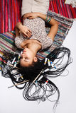 Ελκυστική νέα τοποθέτηση κοριτσιών μιγάδων στο στούντιο Στοκ φωτογραφίες με δικαίωμα ελεύθερης χρήσης