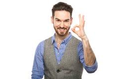 Ελκυστικός νέος τύπος που μιλά σε κινητό που απομονώνεται στο λευκό Στοκ Εικόνα