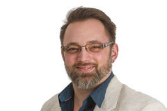Ελκυστικός νεαρός άνδρας με τα γυαλιά και να διαπερνήσει Στοκ φωτογραφία με δικαίωμα ελεύθερης χρήσης