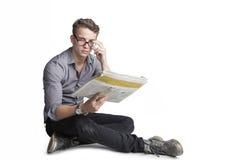 Ελκυστικός νεαρός άνδρας με τα γυαλιά Στοκ Εικόνα