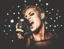 Ελκυστικός τραγουδιστής κοριτσιών steampunk Στοκ Εικόνα