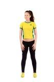 Ελκυστικό αθλητικό κορίτσι με τη βραζιλιάνα σημαία στην κίτρινη μπλούζα της Στοκ Εικόνες
