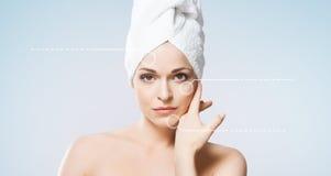 ελκυστικό απομονωμένο κορίτσι λευκό πετσετών Έννοια SPA, wellness και υγειονομικής περίθαλψης Στοκ εικόνες με δικαίωμα ελεύθερης χρήσης
