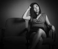 Ελκυστικό ασιατικό κορίτσι στη δεκαετία του '20 της στο θέατρο Στοκ Εικόνα