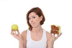 Ελκυστικό κέικ ή Apple παλιοπραγμάτων επιλογής επιδορπίων γυναικών Στοκ φωτογραφία με δικαίωμα ελεύθερης χρήσης