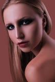 Ελκυστικό κορίτσι με τη σύνθεση και ένα ομαλό δέρμα Στοκ φωτογραφίες με δικαίωμα ελεύθερης χρήσης