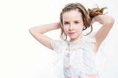 Ελκυστικό κορίτσι στο φόρεμα κοινωνίας Στοκ φωτογραφίες με δικαίωμα ελεύθερης χρήσης