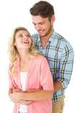 Ελκυστικό νέο ζεύγος που αγκαλιάζει και που χαμογελά Στοκ Εικόνα