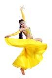 ελκυστικό πορτοκάλι ανατολικών κοριτσιών φορεμάτων χορών χορευτών χορού κοιλιών Στοκ Φωτογραφία