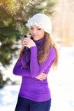 Ελκυστικό τσάι κατανάλωσης κοριτσιών Στοκ φωτογραφία με δικαίωμα ελεύθερης χρήσης