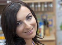 Ελκυστικό χαμόγελο brunette Στοκ Εικόνα
