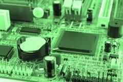 δεδομένου ότι το χαρτόνι ανασκόπησης μπορεί να βραχυκυκλώσει τη χρήση Τεχνολογία υλικού ηλεκτρονικών υπολογιστών Ψηφιακό τσιπ μητ Στοκ φωτογραφία με δικαίωμα ελεύθερης χρήσης