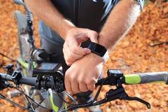 Ε-ποδήλατο SmartWatch οργάνων ελέγχου ποσοστού καρδιών υπολογιστών ποδηλάτων Στοκ Εικόνα