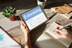 Ε-τιμολογώντας, σε απευθείας σύνδεση τραπεζικές εργασίες και πληρωμή Έννοια τεχνολογίας και επιχειρήσεων στοκ φωτογραφία με δικαίωμα ελεύθερης χρήσης