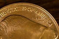 Ε Pluribus Unum (λέξεις) νόμισμα αμερικανικών στο χρυσό Buffalo Στοκ Εικόνες