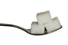 Ζάχαρη cobes σε ένα κουταλάκι του γλυκού Στοκ Φωτογραφία