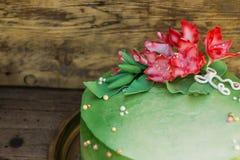 Ζάχαρη Gladiolus στην κινηματογράφηση σε πρώτο πλάνο κέικ Στοκ Εικόνα