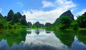 Ζάλη των οδοντωτών βουνών Yangshou Κίνα Στοκ Φωτογραφίες