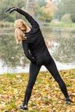 Ζέσταμα γυναικών Στοκ φωτογραφία με δικαίωμα ελεύθερης χρήσης