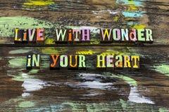 Ζήστε καρδιά κατάπληξης θεωρεί την ευτυχή εμπιστοσύνη αγάπης ζωής στοκ φωτογραφία με δικαίωμα ελεύθερης χρήσης