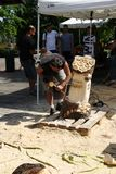 Ζήστε ξύλινα γλυπτά με την τέχνη Settala - Mi Prem ` - Ιταλία Στοκ Φωτογραφίες