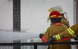 Ζήστε πρόγραμμα κατάρτισης πυρκαγιάς στο σχολείο πυρκαγιάς στοκ φωτογραφία