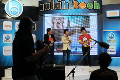 Ζήστε TV παρουσιάζει ραδιοφωνική μετάδοση στοκ φωτογραφία