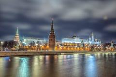 Ζαλίζοντας άποψη νύχτας του Κρεμλίνου το χειμώνα, Μόσχα, Ρωσία Στοκ εικόνα με δικαίωμα ελεύθερης χρήσης