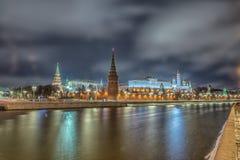 Ζαλίζοντας άποψη νύχτας του Κρεμλίνου το χειμώνα, Μόσχα, Ρωσία Στοκ Εικόνα