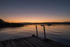 Ζαλίζοντας άποψη του μοναδικού Murtensee κατά τη διάρκεια του ηλιοβασιλέματος σε Switzerla στοκ εικόνες