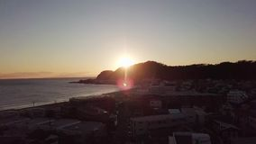 Ζαλίζοντας ηλιοβασίλεμα στον ωκεανό Όμορφη εναέρια άποψη απόθεμα βίντεο