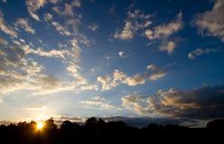 ζαλίζοντας ηλιοβασίλε&m Στοκ φωτογραφία με δικαίωμα ελεύθερης χρήσης