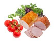 Ζαμπόν δύο με την οσφυϊκή χώρα χοιρινού κρέατος και τις γαλοπούλες, τα πράσινα και τις ντομάτες Στοκ Εικόνες