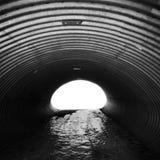 Ζαρωμένος διάδρομος χάλυβα με το καμμένος τέλος στοκ εικόνα