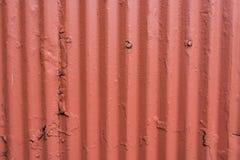 Ζαρωμένος τοίχος χάλυβα με το παχύ πορτοκαλί χρώμα Στοκ φωτογραφίες με δικαίωμα ελεύθερης χρήσης