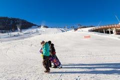 Ζαλίζοντας άποψη να κάνει σκι του θερέτρου στις Άλπεις Livigno, Ιταλία Στοκ Φωτογραφίες