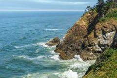 Ζαλίζοντας άποψη της ειρηνικής βορειοδυτικής ακτής από το κρατικό πάρκο Ουάσιγκτον ΗΠΑ απογοήτευσης ακρωτηρίων Στοκ Εικόνες