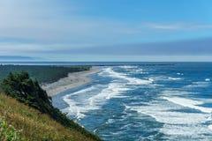 Ζαλίζοντας άποψη της ειρηνικής βορειοδυτικής ακτής από το κρατικό πάρκο Ουάσιγκτον ΗΠΑ απογοήτευσης ακρωτηρίων Στοκ φωτογραφία με δικαίωμα ελεύθερης χρήσης