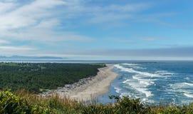 Ζαλίζοντας άποψη της ειρηνικής βορειοδυτικής ακτής από το κρατικό πάρκο Ουάσιγκτον ΗΠΑ απογοήτευσης ακρωτηρίων Στοκ Εικόνα