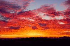 Ζαλίζοντας ηλιοβασίλεμα πέρα από την Αθήνα, Ελλάδα Στοκ Εικόνα