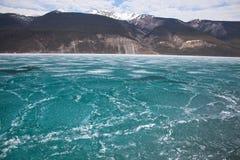 Ζαλίζοντας πάγος στη λίμνη στοκ εικόνες