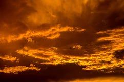 Ζαλίζοντας πορτοκαλής ουρανός Στοκ φωτογραφία με δικαίωμα ελεύθερης χρήσης