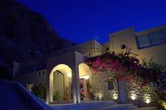 Ζαλίζοντας σκηνή πριν από την αυγή σε Kamari, Santorini Στοκ Εικόνα
