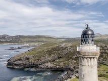 Ζαλίζοντας τον εναέριο πυροβολισμό του σημείου Ardnamurchan, μεγάλο Britains το περισσότερο δυτικό σημείο, με το φάρο και το όμορ Στοκ Εικόνα