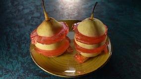 Ζελατίνα και πιάτο αχλαδιών απόθεμα βίντεο