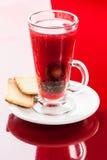 Ζεστό ποτό με το δαμάσκηνο Στοκ Εικόνες