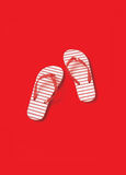 Ζευγάρι κόκκινος-ριγωτού Kids& x27  Σαγιονάρες Στοκ Εικόνες