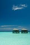Ζευγάρι των βιλών Μαλδίβες νερού στοκ εικόνες με δικαίωμα ελεύθερης χρήσης