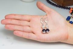 Ζευγάρι των σκουλαρικιών Στοκ Φωτογραφία