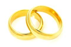 Ζευγάρι των χρυσών γαμήλιων δαχτυλιδιών Στοκ Φωτογραφία